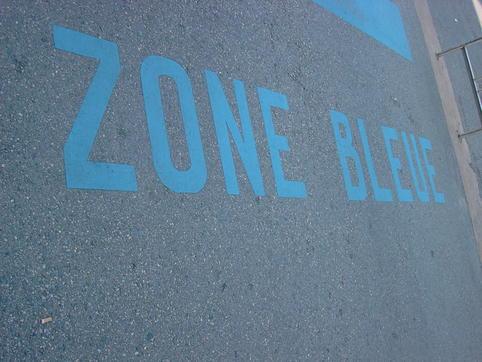 du retard dans la mise en place des zones bleues en centre ville de surg res h l ne fm. Black Bedroom Furniture Sets. Home Design Ideas